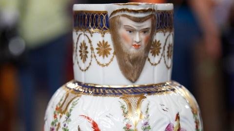 Antiques Roadshow -- S17 Ep13: Appraisal: Samson Porcelain Pitcher, ca. 1850