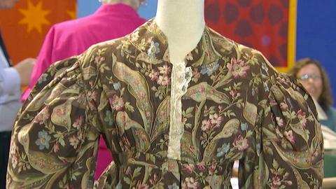 Antiques Roadshow -- S17 Ep15: Appraisal: Early 19th C. Dress with Colonial Fabri