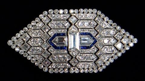 Antiques Roadshow -- S17 Ep16: Appraisal: Sapphire & Diamond Brooch Pendant