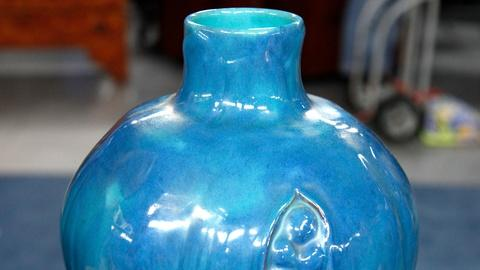 Antiques Roadshow -- S17 Ep17: Appraisal: California Faience Vase, ca. 1925