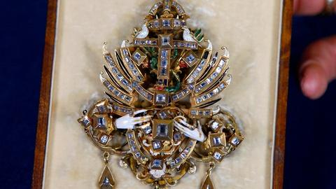 Antiques Roadshow -- S17 Ep18: Appraisal: Late 16th C. Diamond Marriage Jewel
