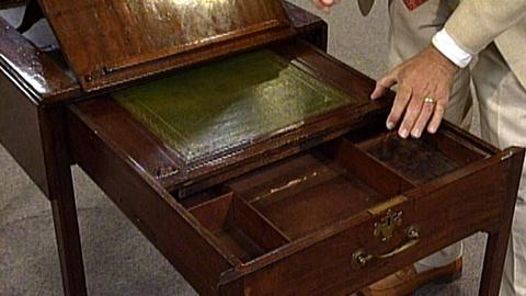 Antiques Roadshow -- S17 Ep27: Appraisal: Mahogany Architect's Table