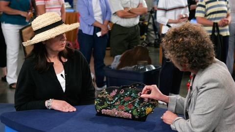Antiques Roadshow -- S10 Ep10: Appraisal: Vintage Beaded Purse, ca. 1920