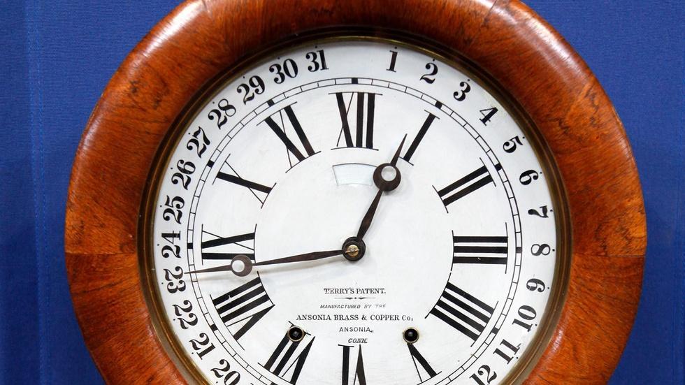 "S16 Ep5: Appraisal: ""Roman"" Ansonia Clock, ca. 1874 image"