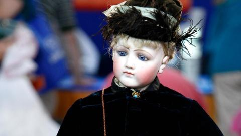 Antiques Roadshow -- S16 Ep13: Appraisal: Jumeau Fashion Doll with Clothes, ca. 1