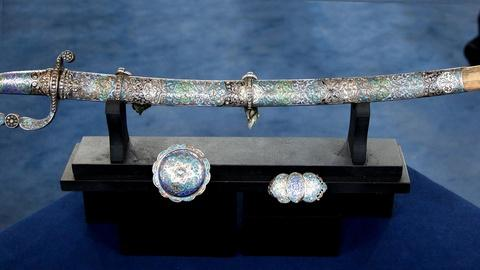 Antiques Roadshow -- S16 Ep5: Appraisal: Jeweled Caucasian Presentation Sword