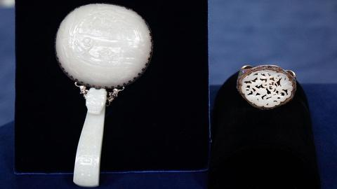 Antiques Roadshow -- S15 Ep1: Appraisal: Chinese White Jade Garment Hook & Plaque