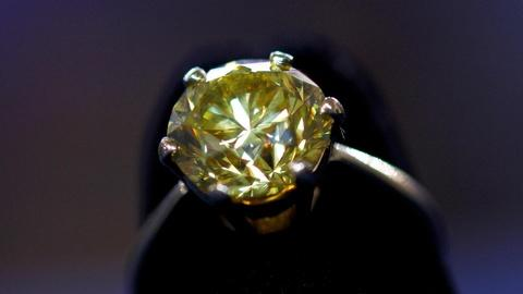 Antiques Roadshow -- S16 Ep16: Appraisal: 1976 Fancy Intense Yellow Diamond Ring