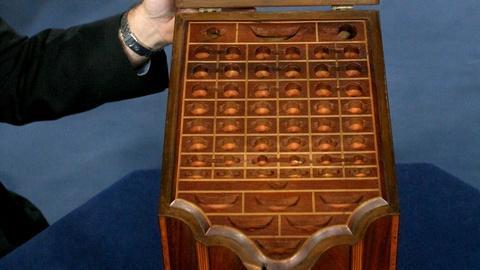 Antiques Roadshow -- S15 Ep20: Appraisal: Mahogany Knife Box, ca. 1800