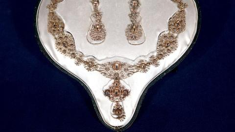 Antiques Roadshow -- S15 Ep1: Appraisal: 18th-Century Spanish Necklace & Earrings