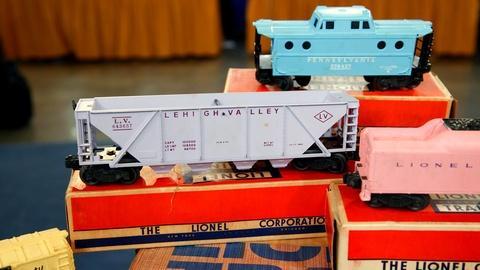 Antiques Roadshow -- S16 Ep16: Appraisal: Lionel Girls Train Set, ca. 1957