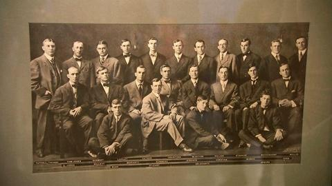 Antiques Roadshow -- S15 Ep19: Appraisal: 1909 Detroit Tigers Team Photograph