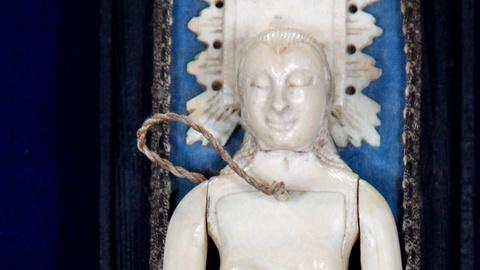 Antiques Roadshow -- S15 Ep17: Appraisal: Mid-18th Century Indo-Portugese Ivory D