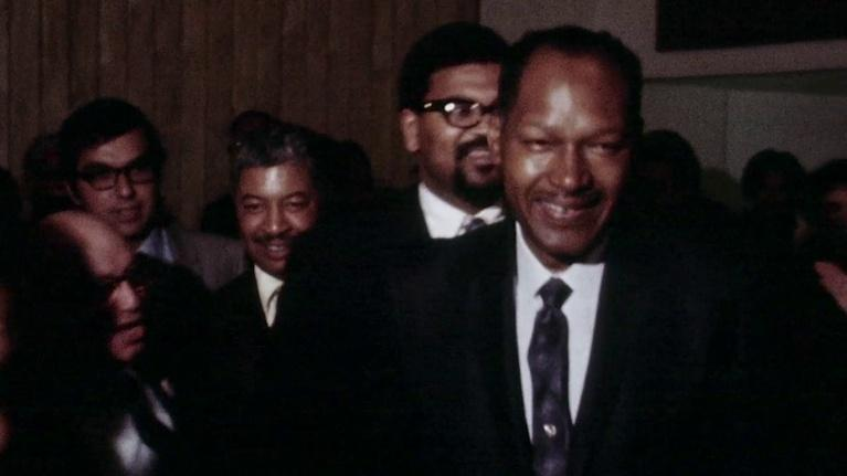 Bridging the Divide: Tom Bradley and the Politics of Race: Bradley's Dramatic Battle for Los Angeles City Hall, 1969