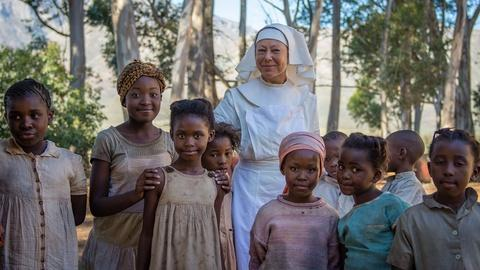 Call the Midwife -- Cast Reflects on Filming in South Africa