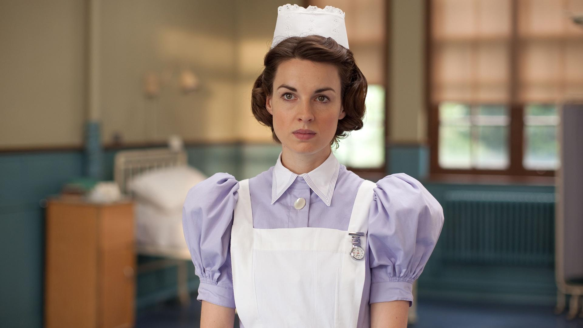 Behind the Scenes | Jessica Raine on her Costume
