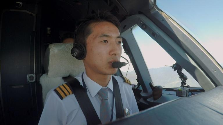 City in the Sky: Final Approach to the World's Most Dangerous Landing Spot