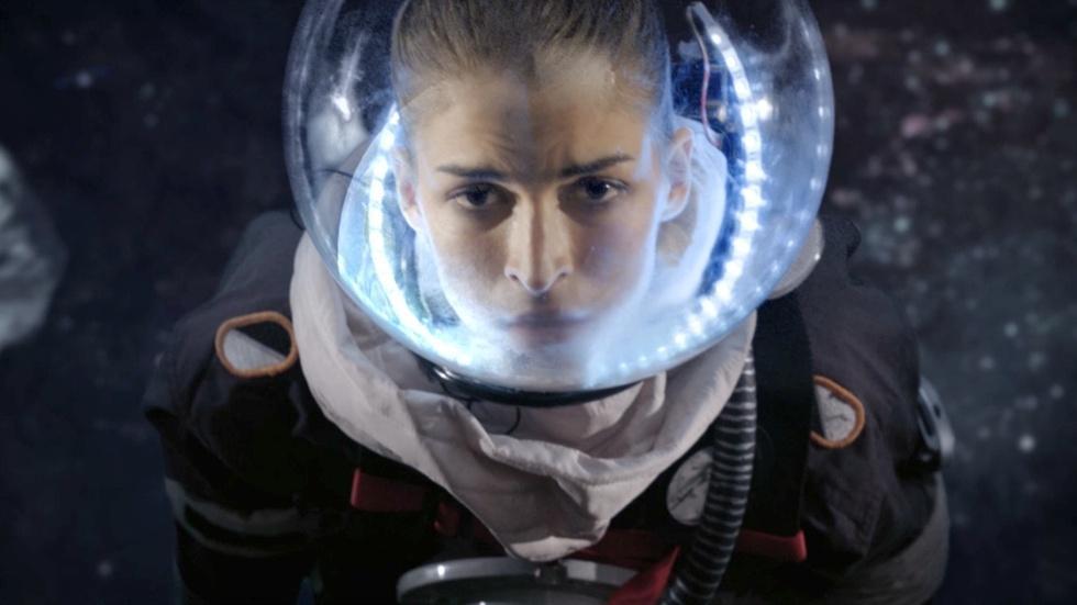 """Crossed Stars"" | Season 4, Episode 6 image"