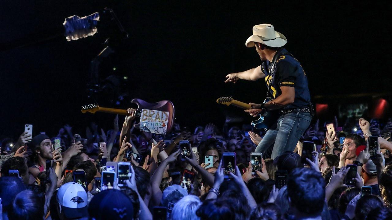 Country nation brad paisley at wvu great performances for How many kids does brad paisley have