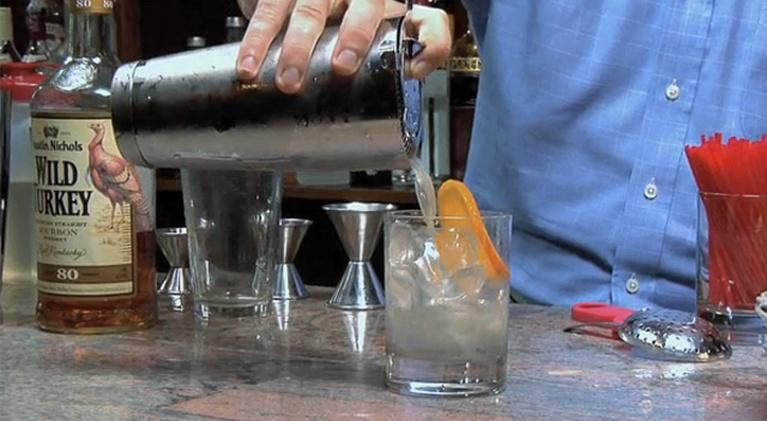 Howdini: How to make a whiskey sour