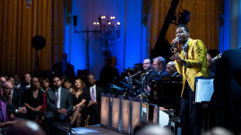 "S2016 Ep2: Leon Bridges Performs ""Lonely Avenue"" image"