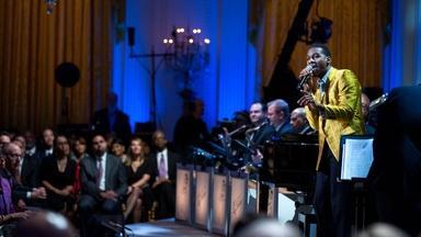 "Leon Bridges Performs ""Lonely Avenue"""