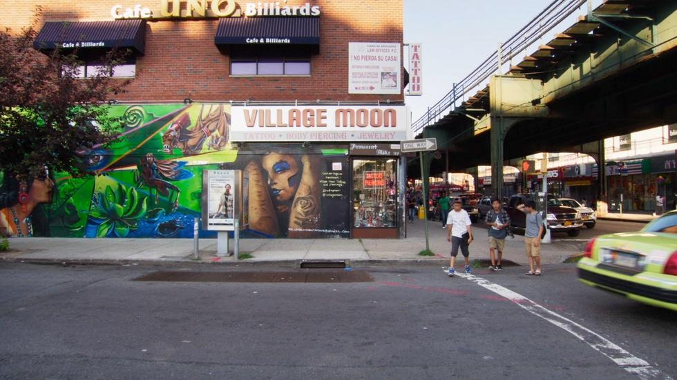 In Jackson Heights: Trailer image