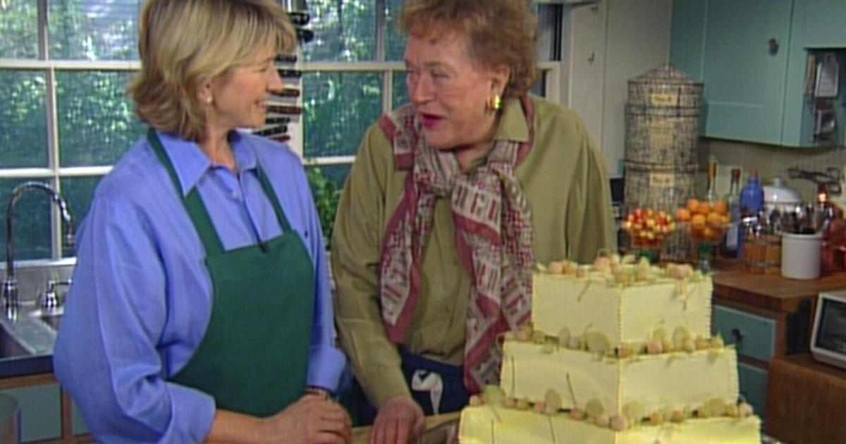 A Three Tiered Wedding Cake With Martha Stewart Part 1