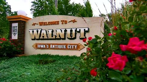 S1 E13: Antiquing in Walnut, IA