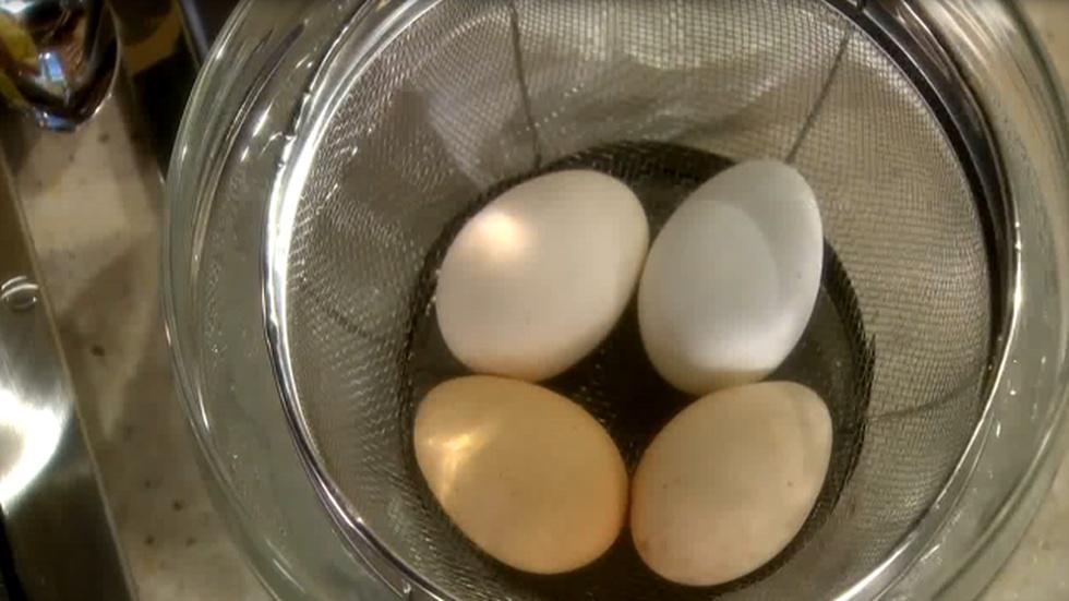 Martha Stewart's Tip: Peeling Eggs image