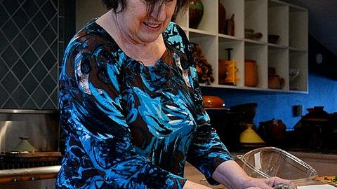 PBS NewsHour -- Food writer Paula Wolfert cooking to cope with Alzheimer's