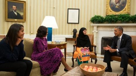 PBS NewsHour -- White House press corps pushes for more Obama photos