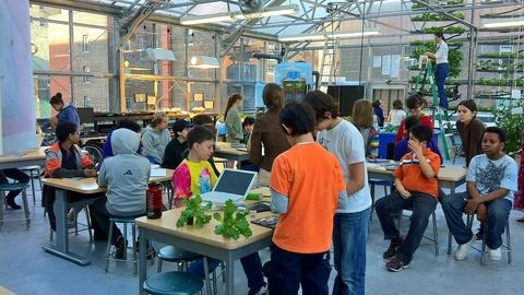 PBS NewsHour -- Greenhouse labs spur student learning on Manhattan rooftops