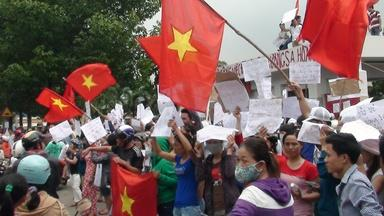 What are China's ambitions in dispute with Vietnam?
