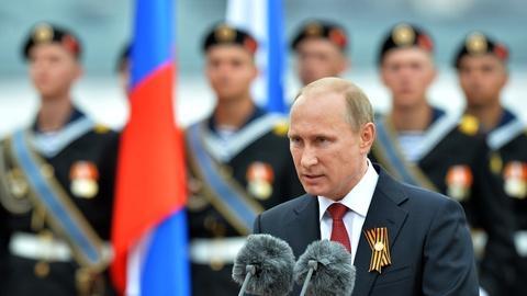 PBS NewsHour -- Wary of Putin's next move, U.S. and E.U. threaten sanctions