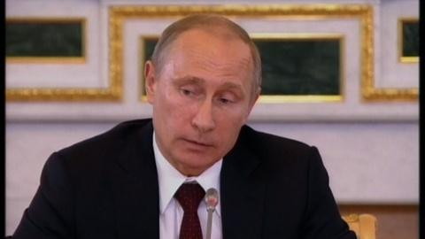 PBS NewsHour -- Putin meets with foreign journalists in St. Petersburg