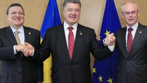 PBS NewsHour -- Trade deal locks Poroshenko and Russia in standoff