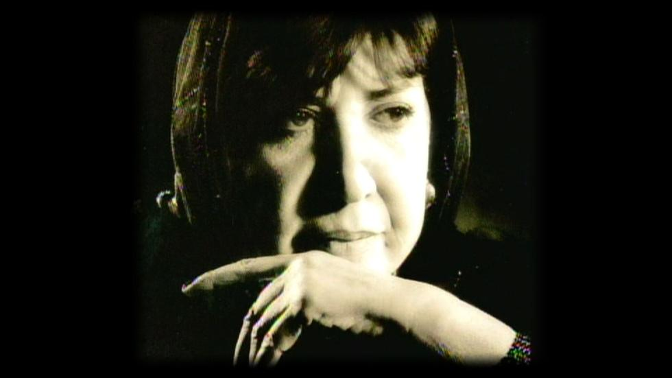 Poet Behbahani Writes for Peace in Iran's Political Turmoil image