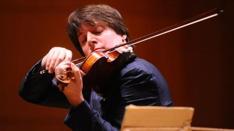 PBS NewsHour -- Violinist Joshua Bell turns train station into concert hall