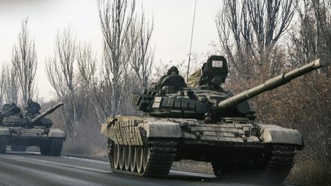 PBS NewsHour -- Should the U.S. beef up military support to Ukraine?