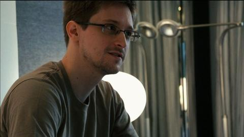 PBS NewsHour -- Watching Snowden's pivotal moments in 'Citizenfour'
