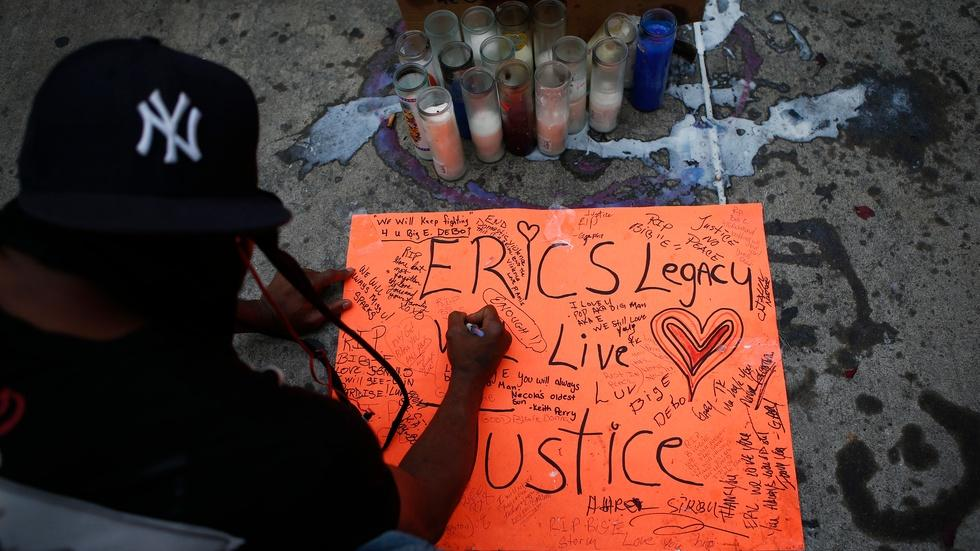 What really lead to the choking death of Eric Garner? image