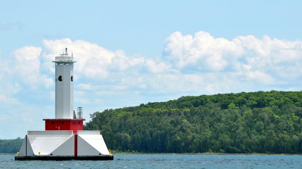 Are Michigan's pristine lakes at risk from aging pipelines? image