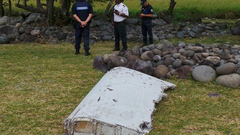 PBS NewsHour -- Will debris help narrow search for MH370?