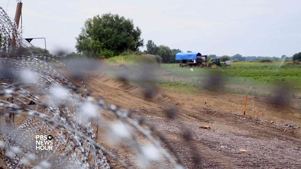 Why Hungary is building a new 'Iron Curtain' image