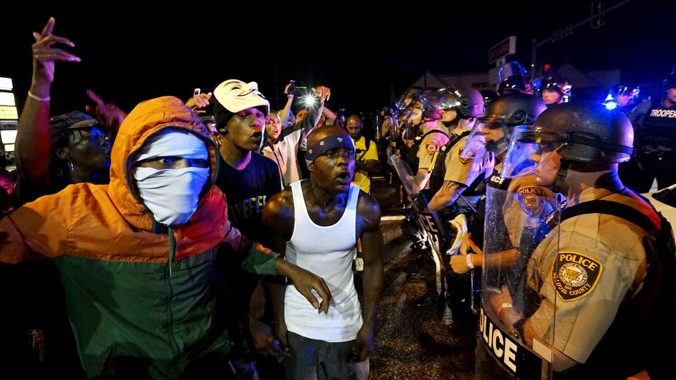 How peaceful Ferguson anniversary protests turned violent image