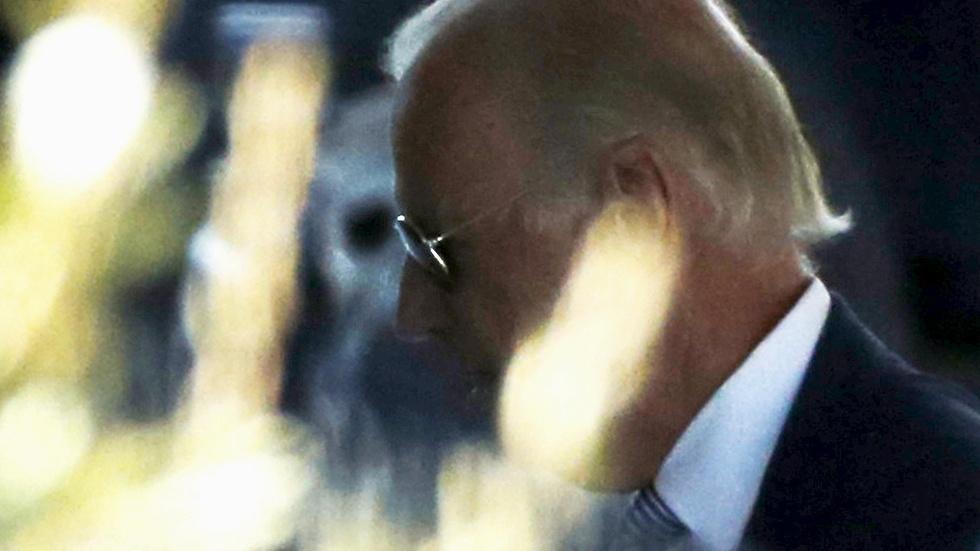 What a Warren campaign endorsement would mean for Biden image