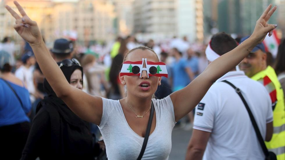Lebanese say #YouStink to government's garbage crisis image