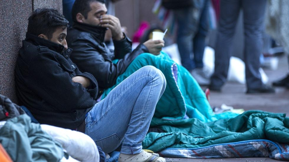 How should EU manage its borders amid the migrant crisis? image