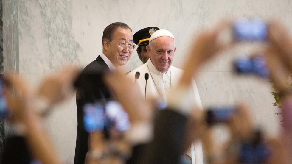 Pope Francis calls for peace and dignity for the poor at UN image